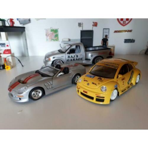 Shelby series, en een volkswagen new beetle 1:24